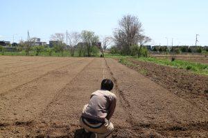 2.圃場の幅や長さをはかる